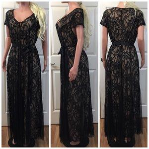 Dresses & Skirts - Stunning tan black lace evening dress